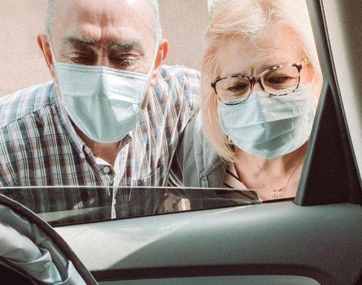 Abuelos conocen a su nieta en Pandemia de Coronavirus