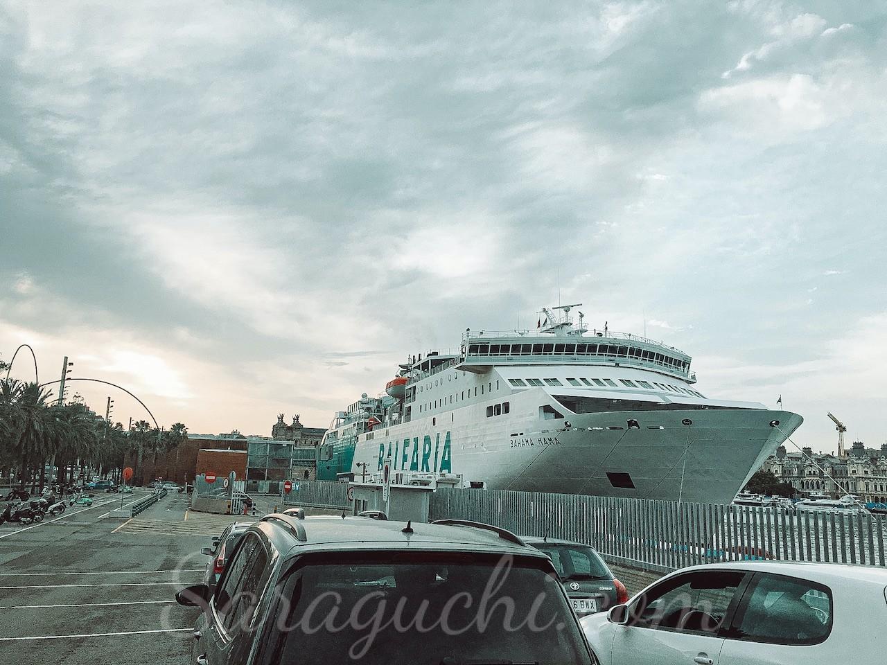 Ferry de Balearia en el Puerto de Barcelona