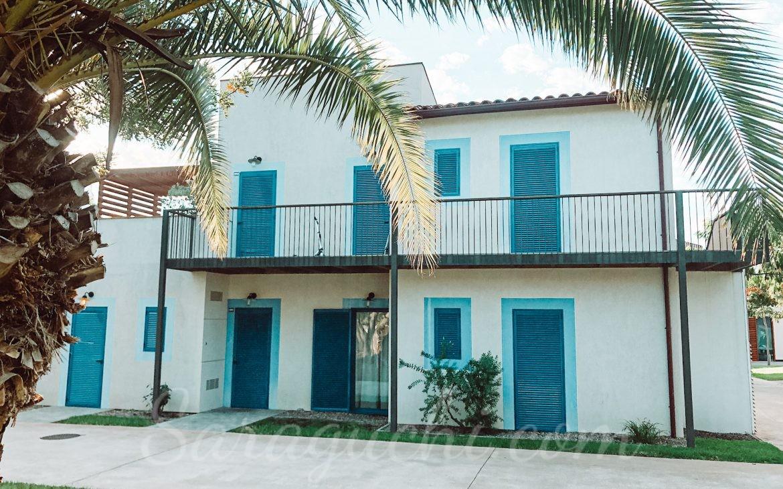 Fachada de los apartamentos La Mediterránea del Cambrils Family Park Resort