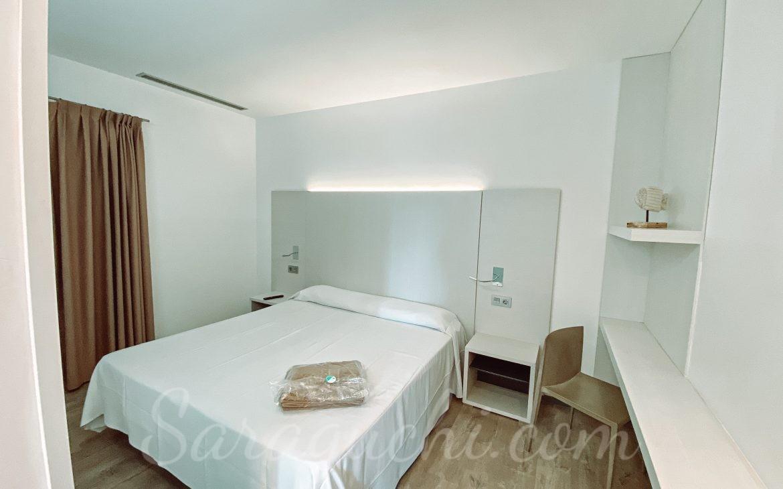Habitación de matrimonio de los apartamentos La Mediterránea del Cambrils Family Park Resort