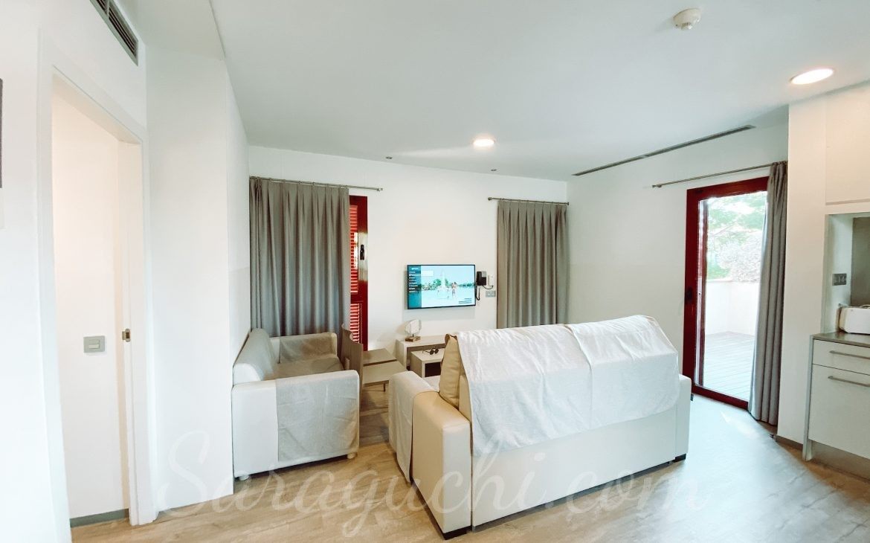 Sala de esta de los apartamentos La Mediterránea del Cambrils Family Park Resort