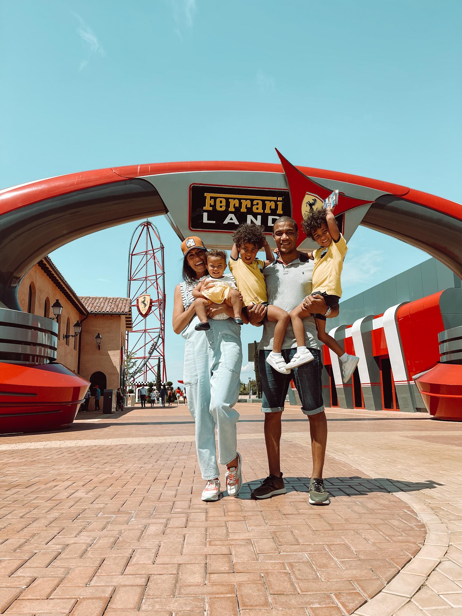 Entrada parque Ferrari Land